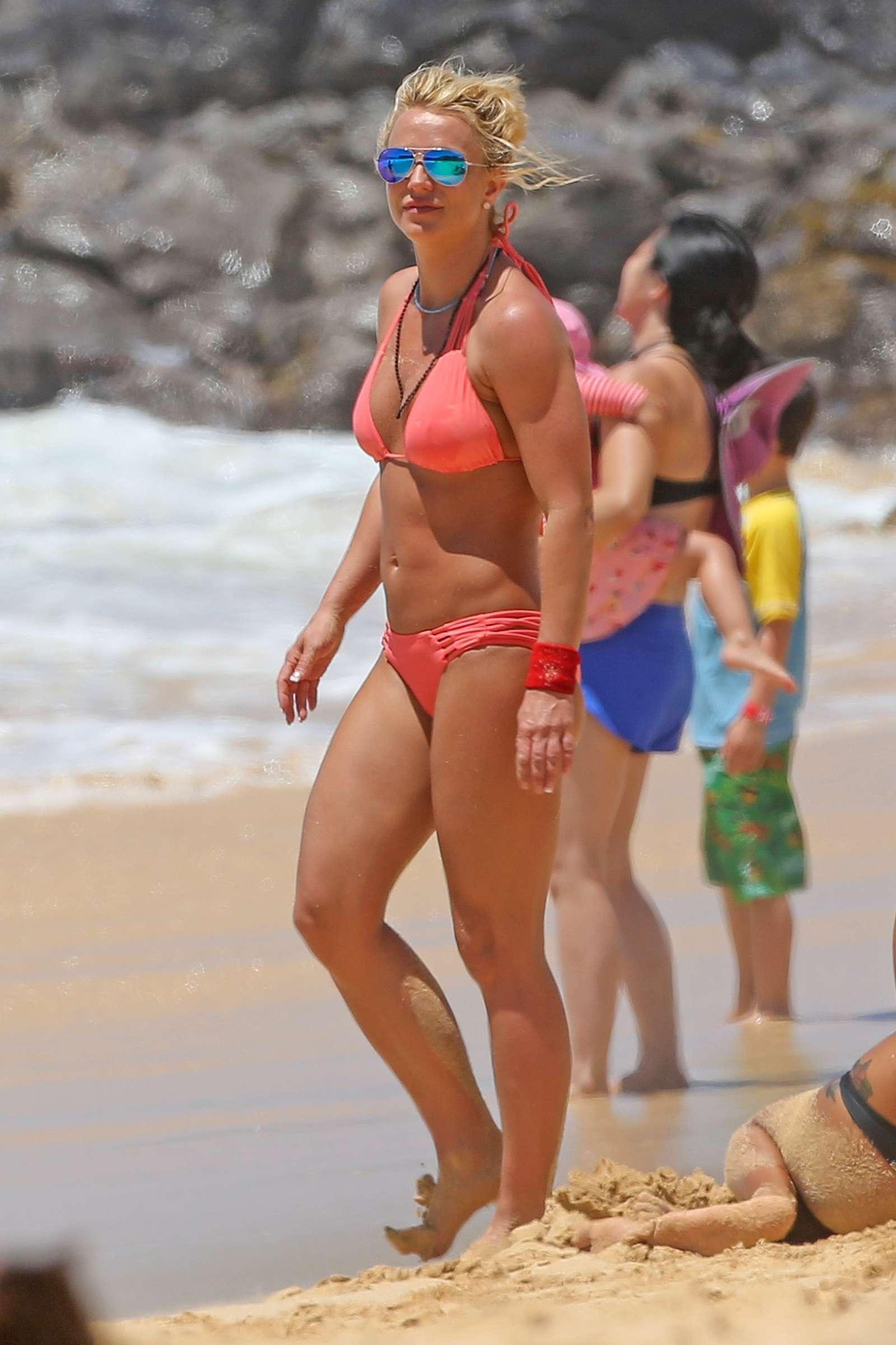 Шалавы фото английские знаменитости на пляже голая