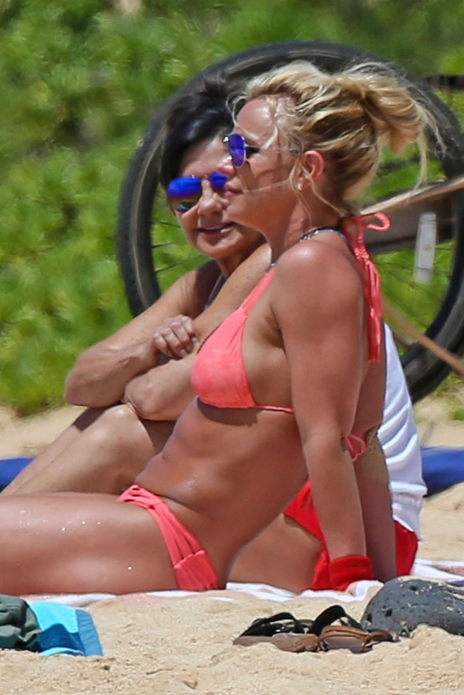 Alessandra ambrosio boobs in verdades secretas scandalplanet - 3 part 6