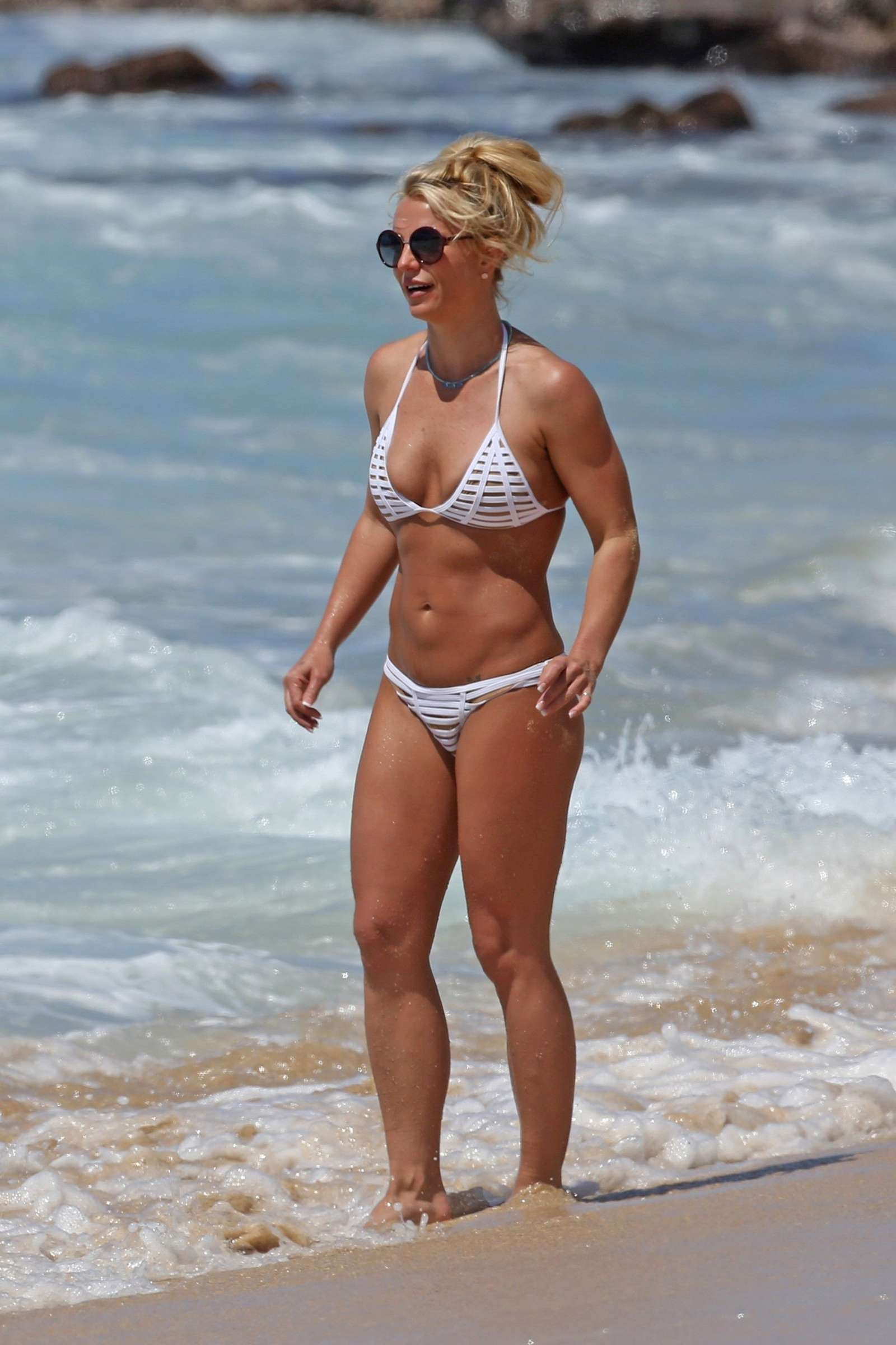 britney spears in white bikini on the beach in hawaii | celebs