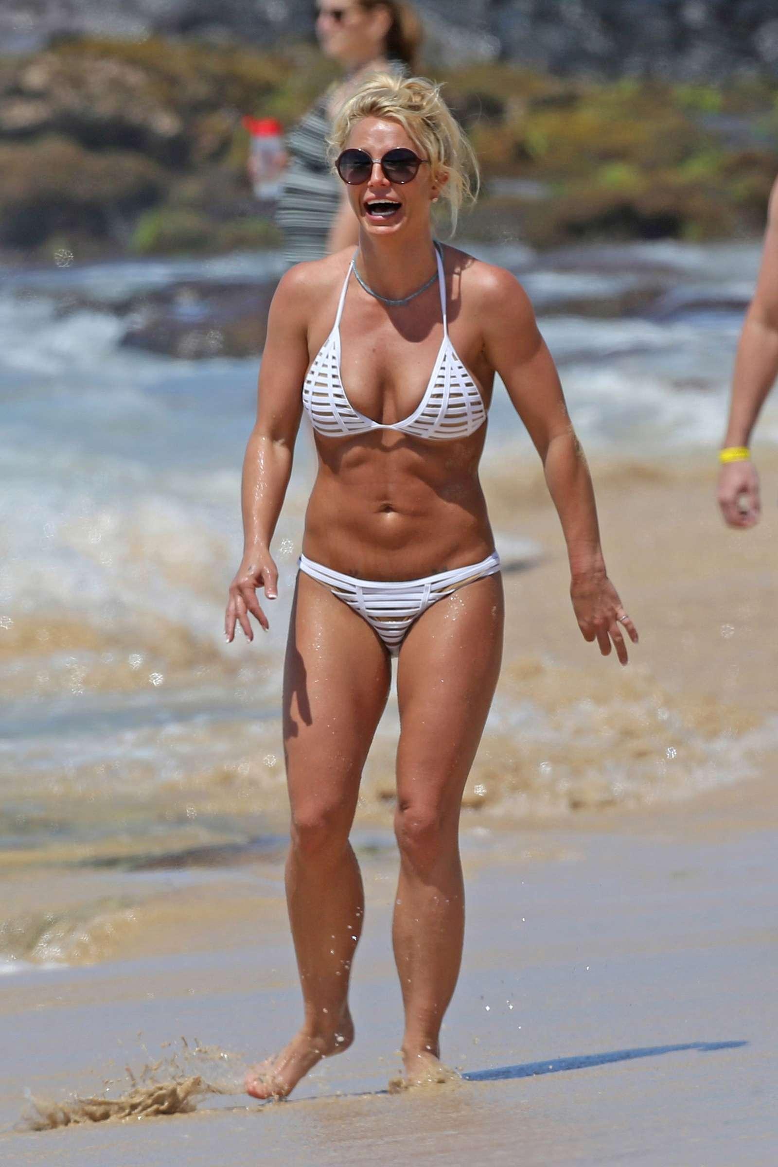 Bikini britney papparazi.jpg spear white