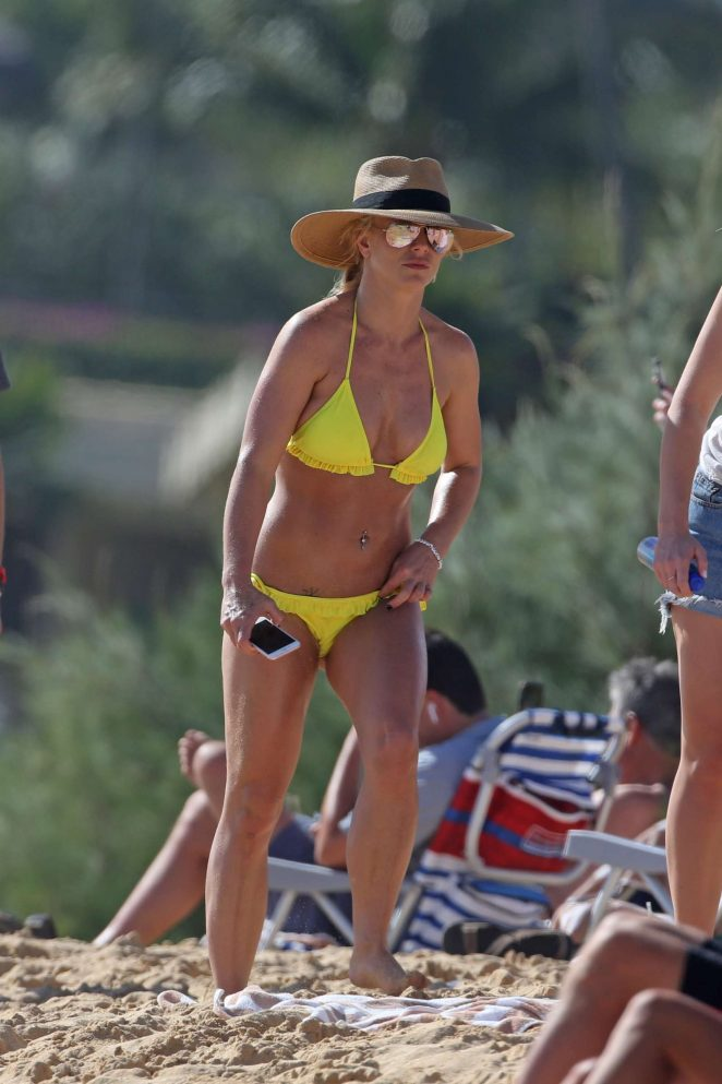 Britney Spears in Yellow Bikini on the beach in Hawaii