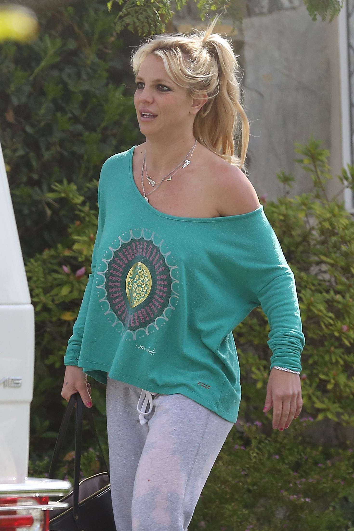 Britney Spears leaves a friends house in Los Angeles