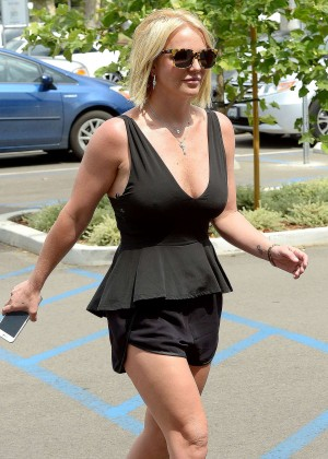 Britney Spears in Black Shorts Out in Thousand Oaks