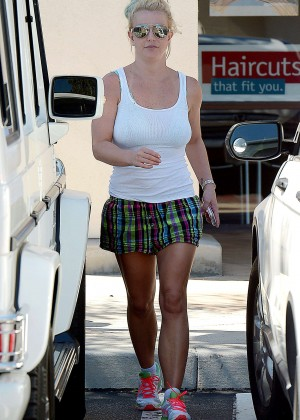 Britney Spears in Shorts Out for lunch in Westlake Village