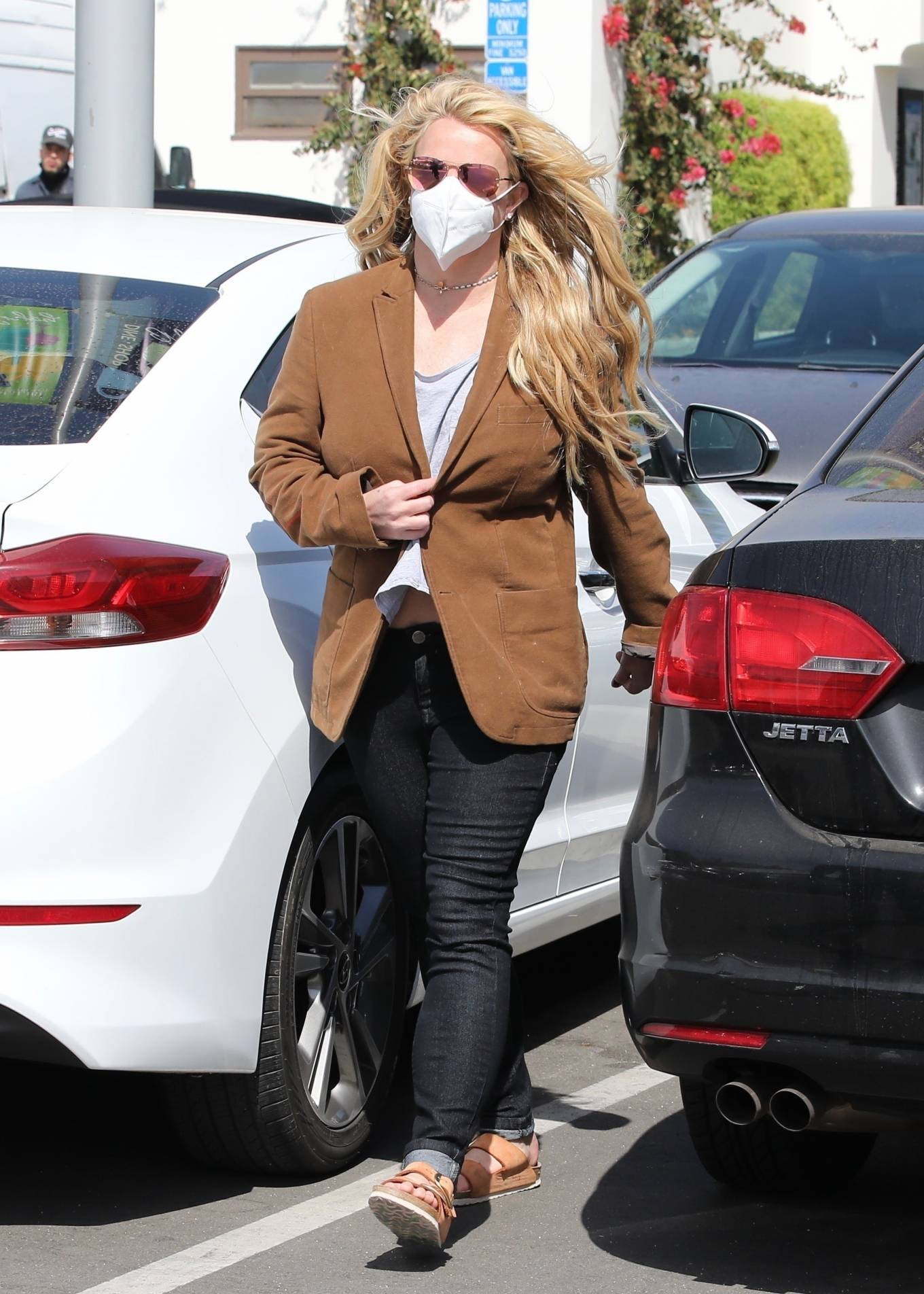 Britney Spears 2021 : Britney Spears – Out for shopping -05