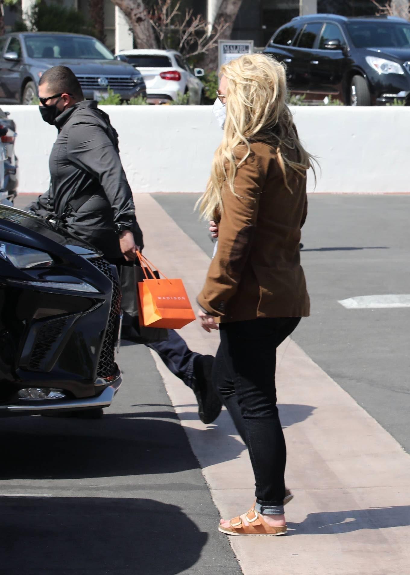 Britney Spears 2021 : Britney Spears – Out for shopping -06