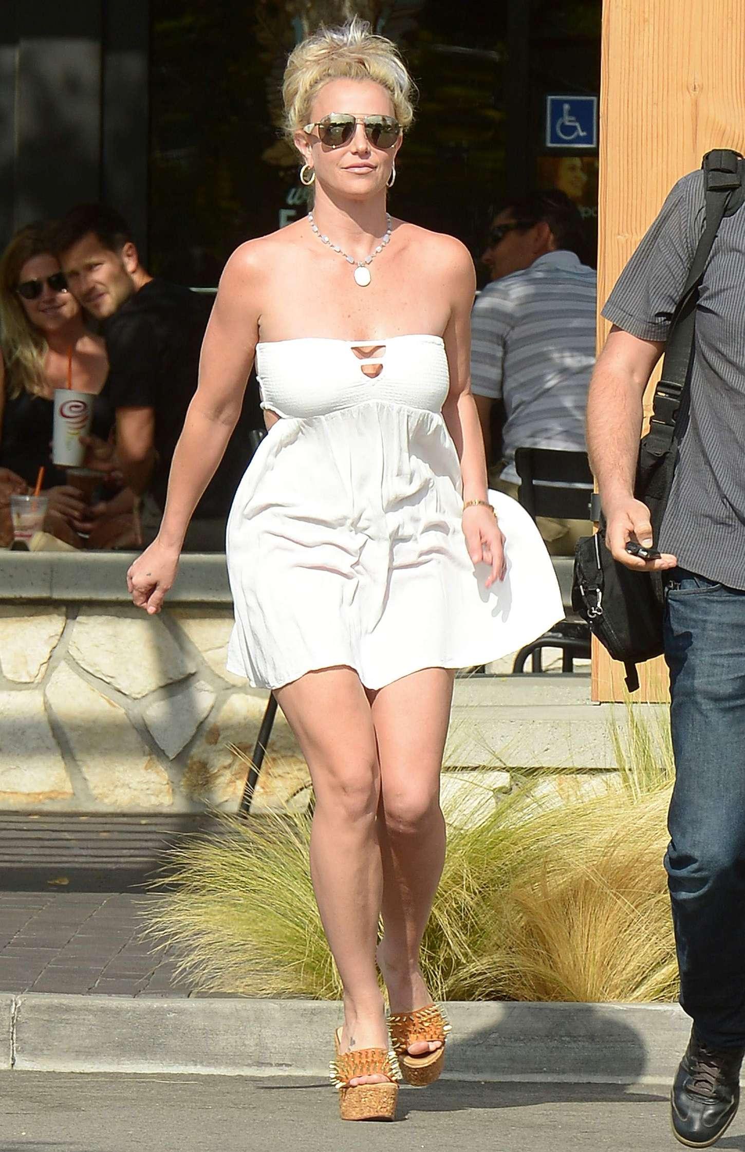 Britney Spears 2015 : Britney Spears in Short Dress -02