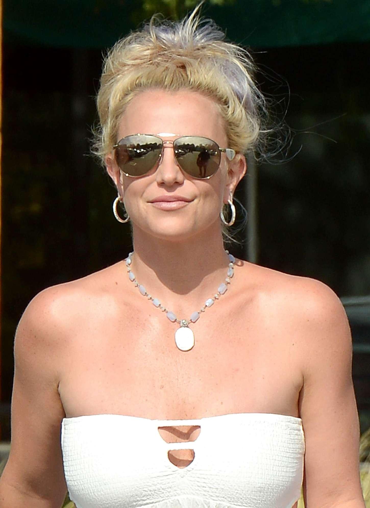 Britney Spears 2015 : Britney Spears in Short Dress -09