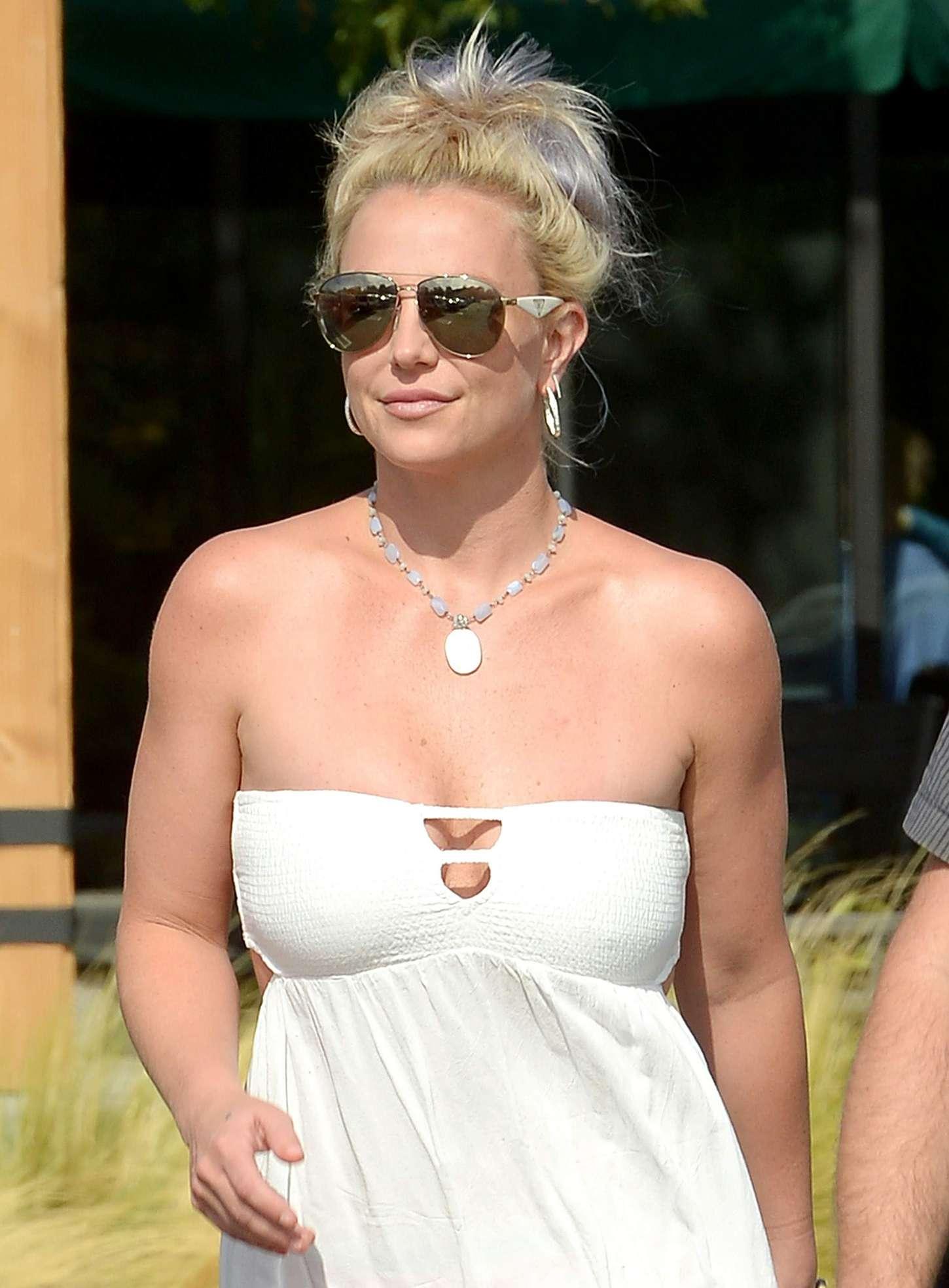 Britney Spears 2015 : Britney Spears in Short Dress -35
