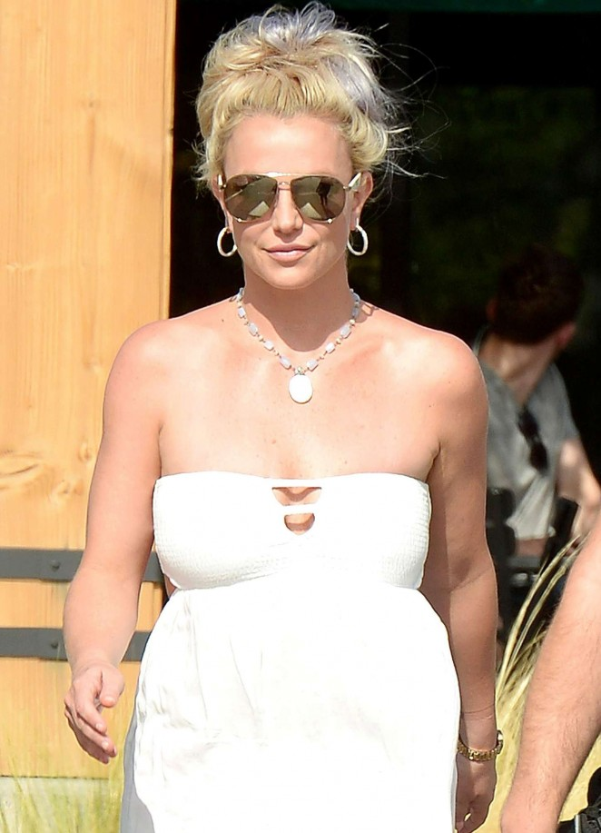 Britney Spears 2015 : Britney Spears in Short Dress -38