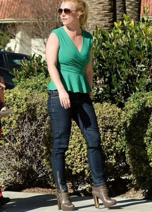 Britney Spears in Tight Jeans Out in Thousand Oaks