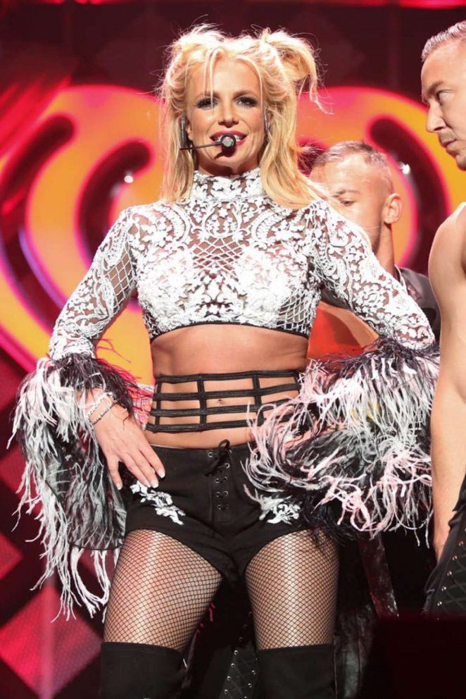 Britney Spears - Performing at 102.7 KIIS FM's Jingle Ball in LA