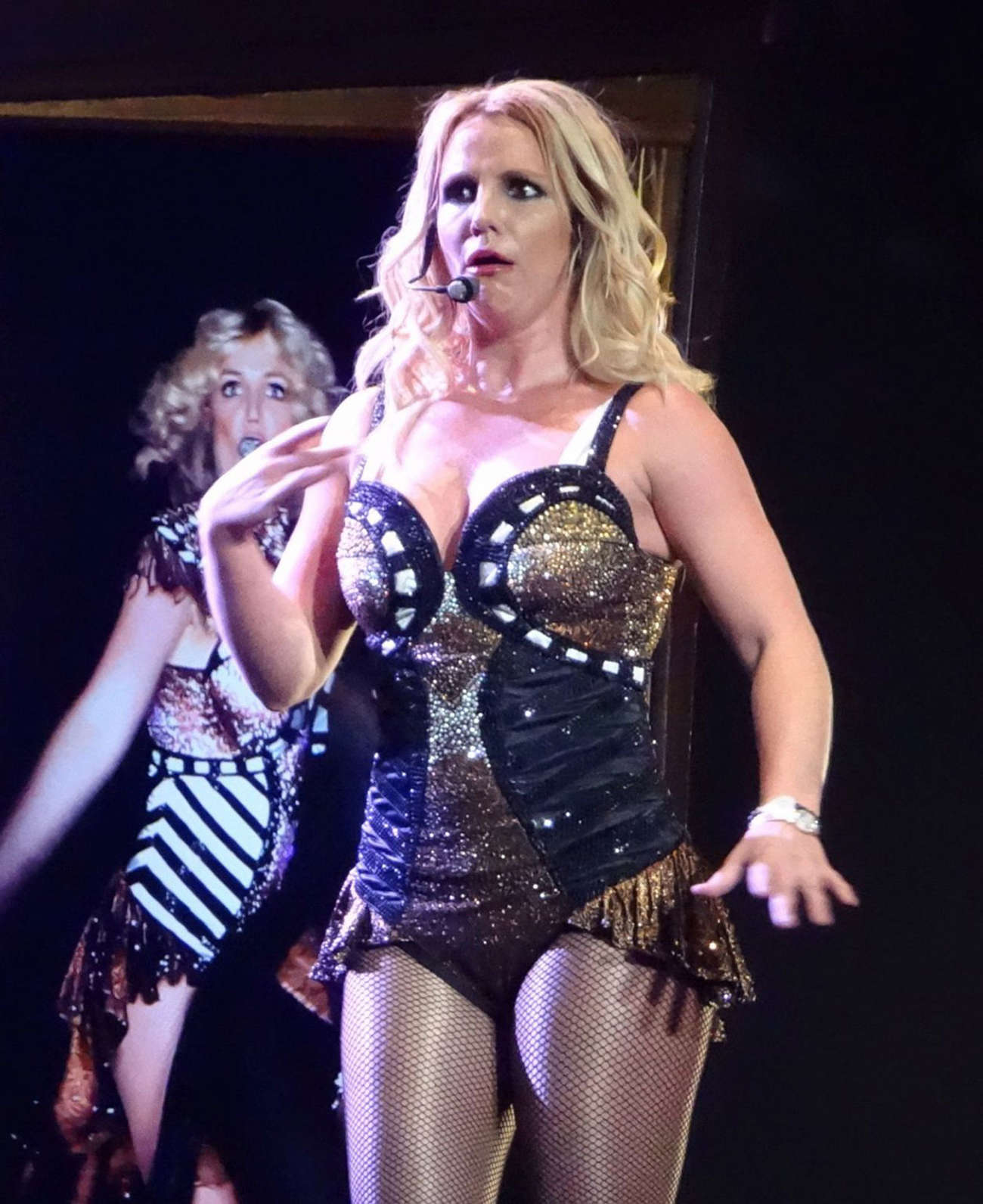 Britney-Spears-Piece-of-Me-Tour--11.jpg