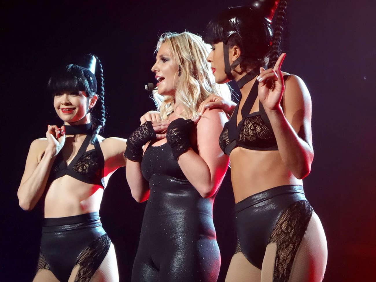 Britney-Spears-Piece-of-Me-Tour--13.jpg