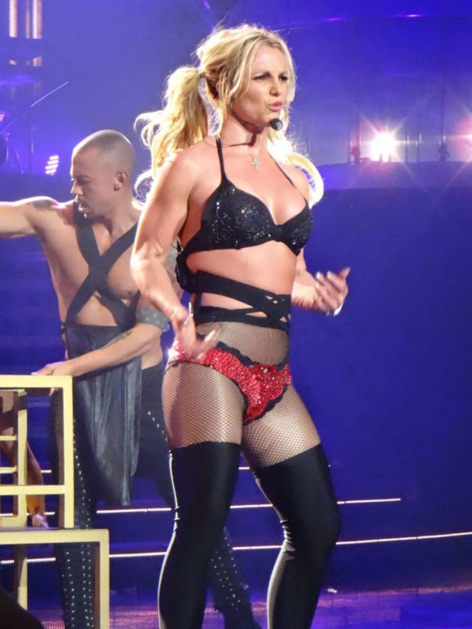 Britney Spears – Performs at Planet Hollywood in Las Vegas
