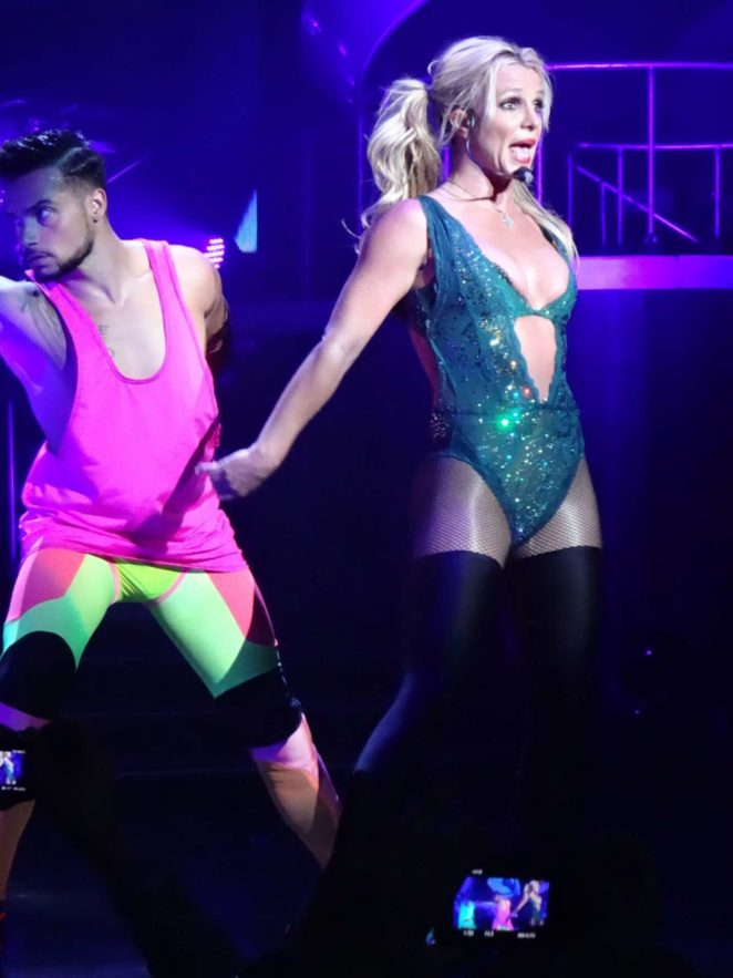 Britney Spears: Performs at Planet Hollywood -16 - GotCeleb