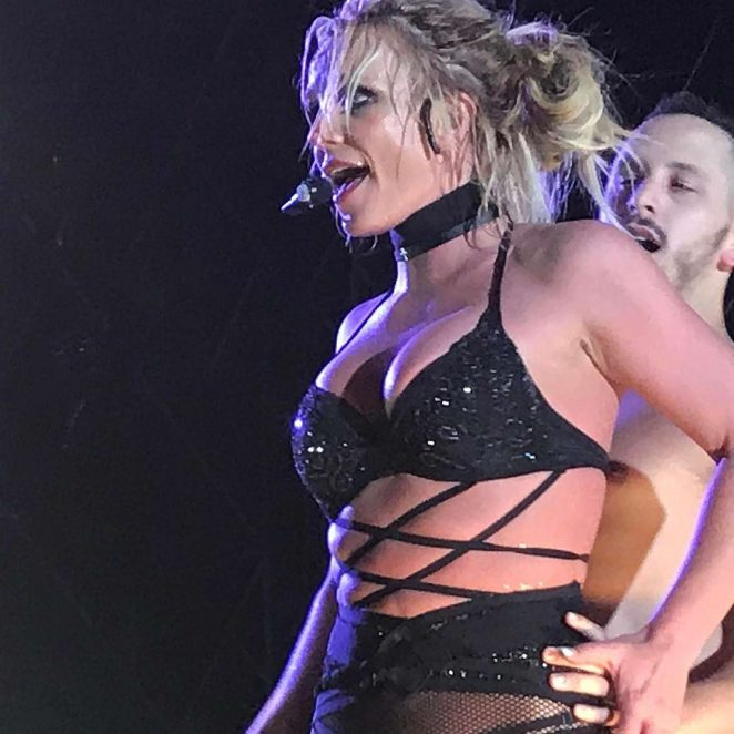 Britney Spears – Performs Live in Seoul -01