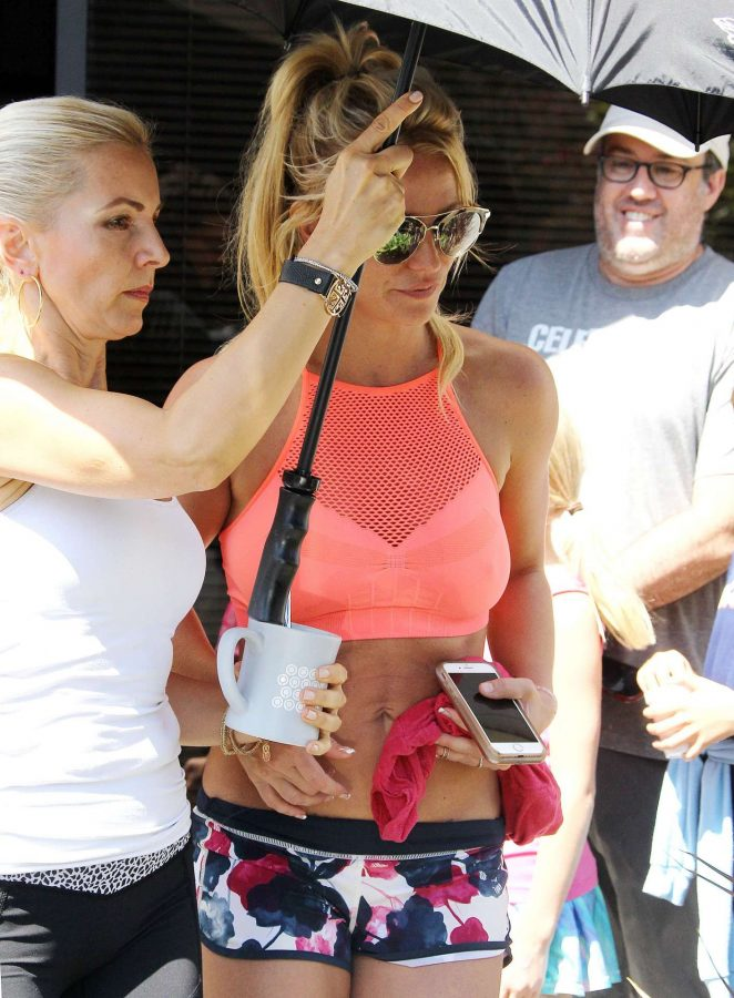 Britney Spears - Seen out in Los Angeles