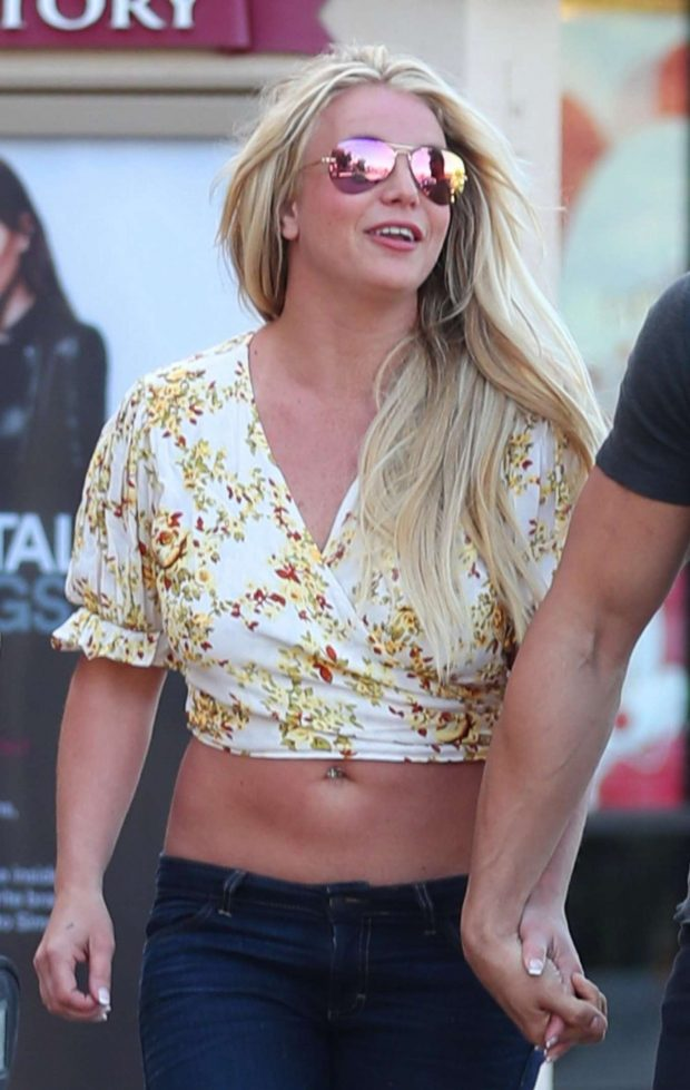 Britney Spears - Shopping at The GAP in Camarillo