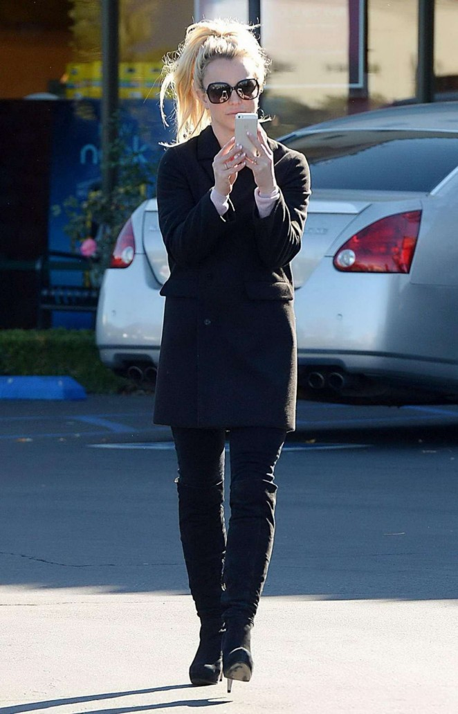 Britney Spears - Shopping candids in Calabasas