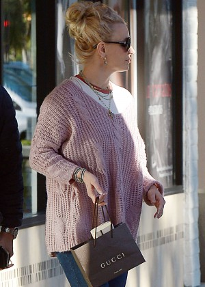 Britney Spears - Shopping for a new pair of sunglasses in Westlake Village