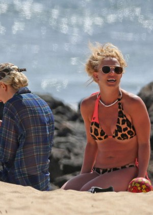 Britney Spears Wearing A Bikini In Hawaii
