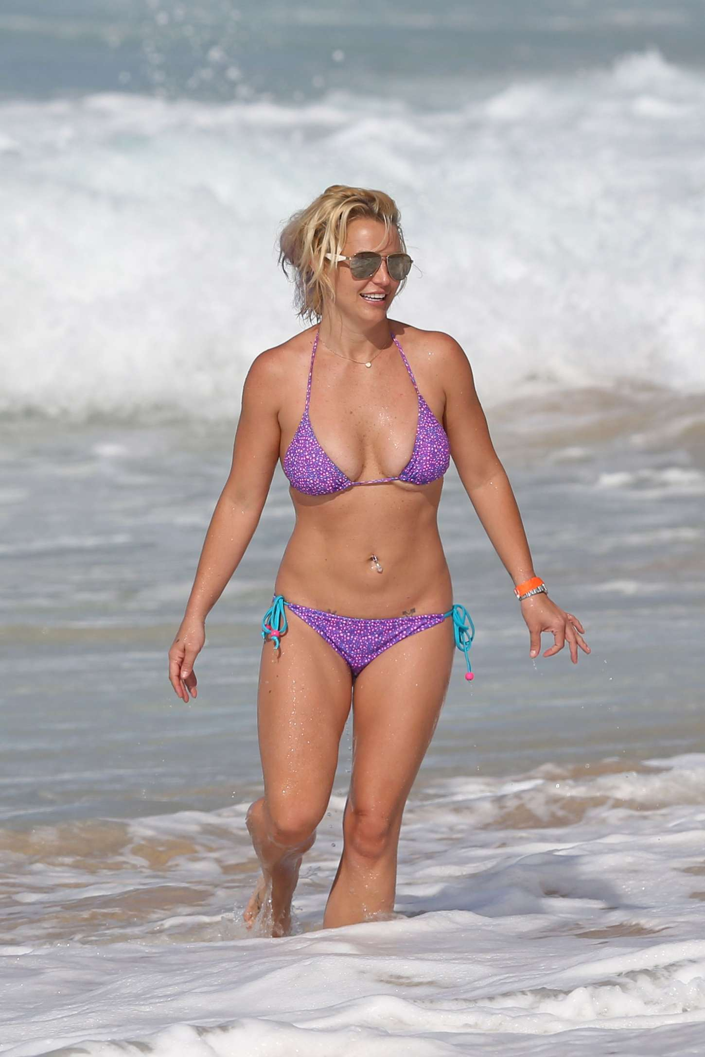 Britney Spears wears thong bikinis The Superficial