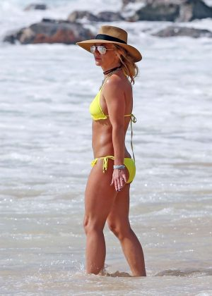 Britney Spears Yellow Bikini Candids in Hawaii Pic 7 of 35