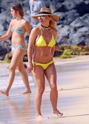 Britney Spears Yellow Bikini Candids in Hawaii Pic 2 of 35