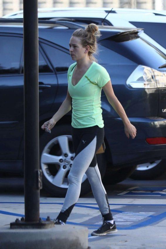 Britt Robertson - Heads to the gym in LA