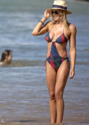 Brittany Amp Cynthia Daniel In Swimsuit On The Beach In