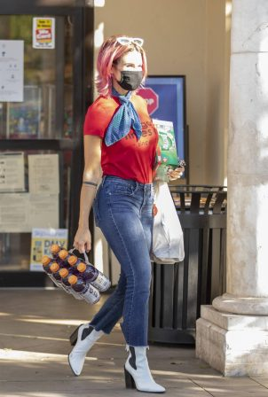 Brittany Furlan - Picking up drinks from the grocery store in LA