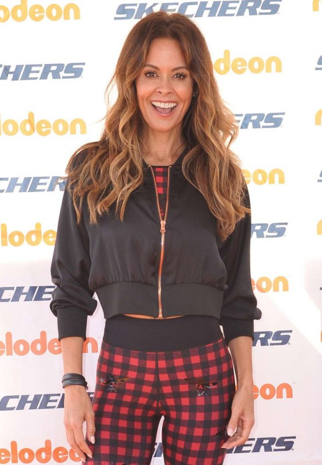 Brooke Burke – 10th Annual Skechers Pier To Pier Friendship Walk in Manhattan Beach