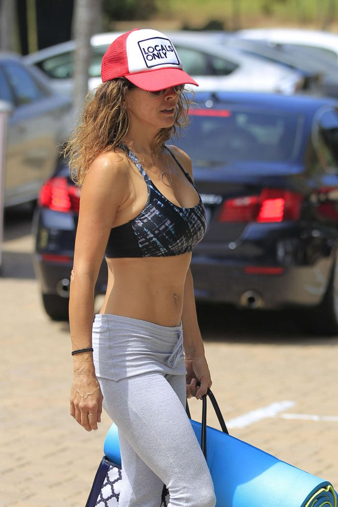 Brooke Burke in Tights Arriving to a yoga class in Malibu