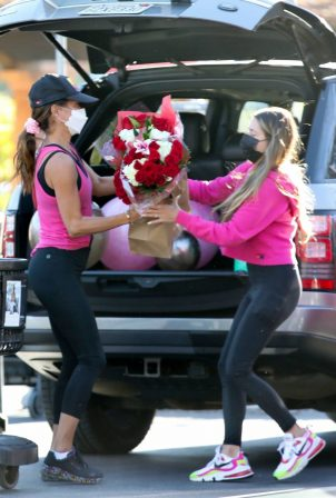 Brooke Burke - Shopping after her daily workout session in Malibu