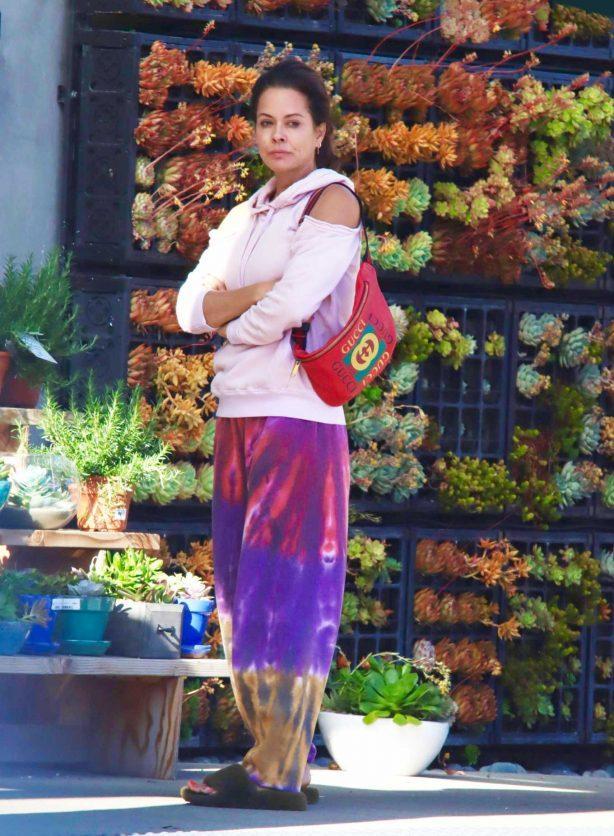Brooke Burke - Shopping flowers and groceries in Malibu