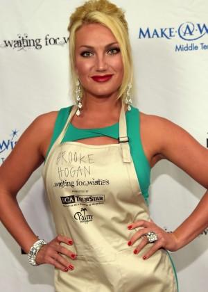 Brooke Hogan - 2015 Waiting for Wishes Celebrity Waiters Dinner in Nashville