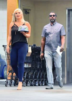 Brooke Hogan at Ralphs in Studio City