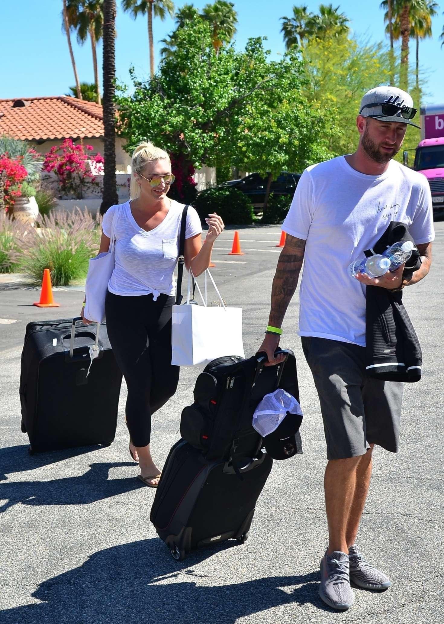 Brooke Hogan 2019 : Brooke Hogan: Leaving Karokia Penisone Hotel -02