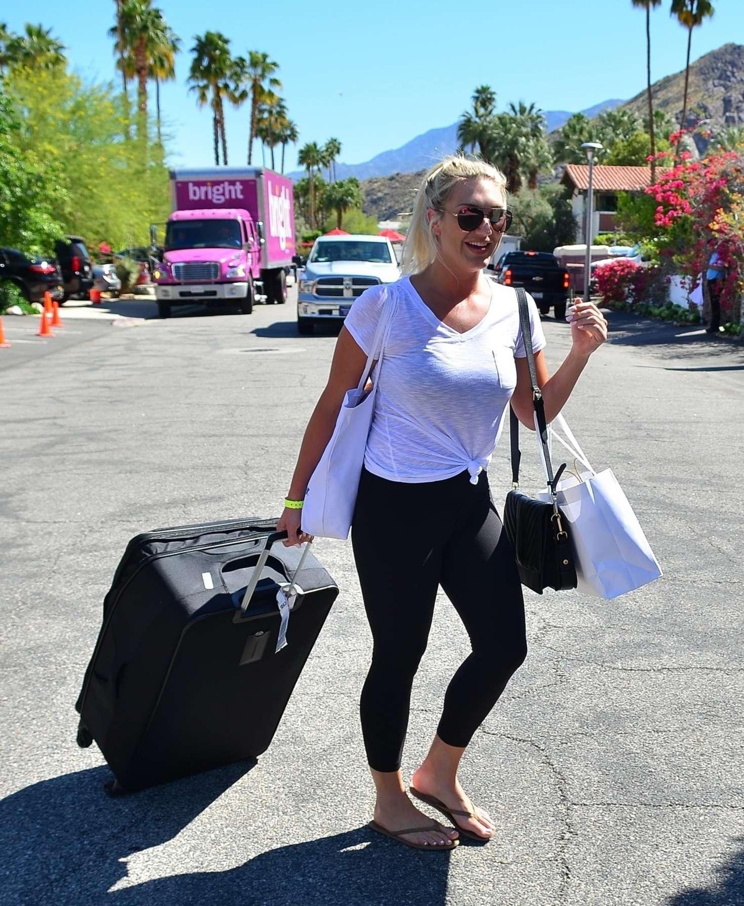 Brooke Hogan - Leaving Karokia Penisone Hotel in Palm Springs