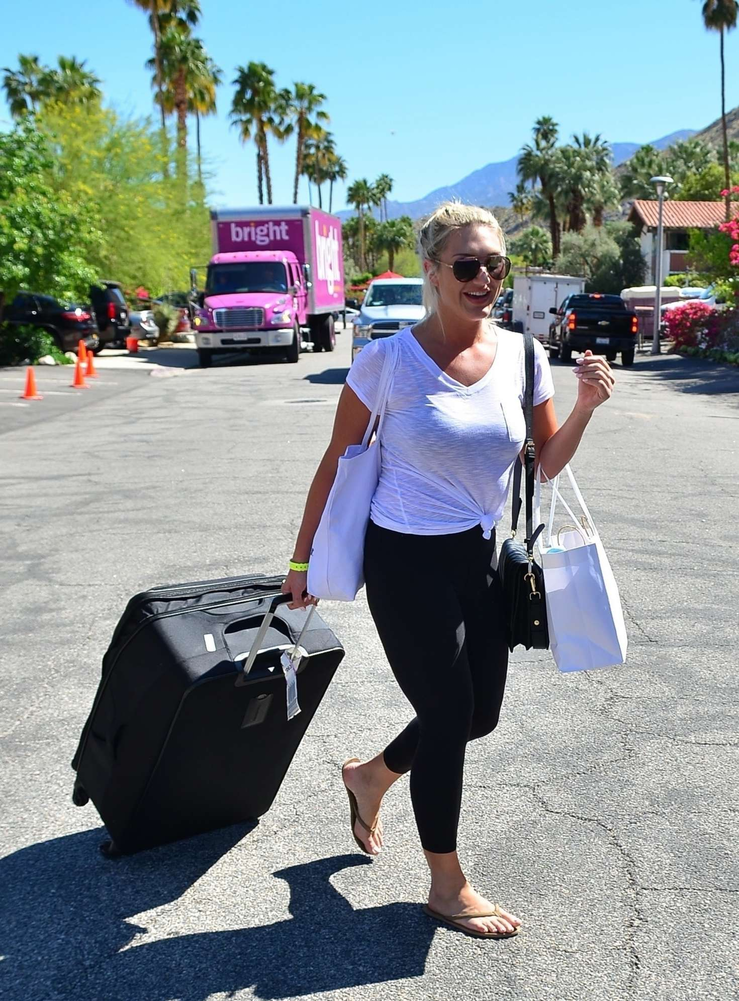 Brooke Hogan 2019 : Brooke Hogan: Leaving Karokia Penisone Hotel -08