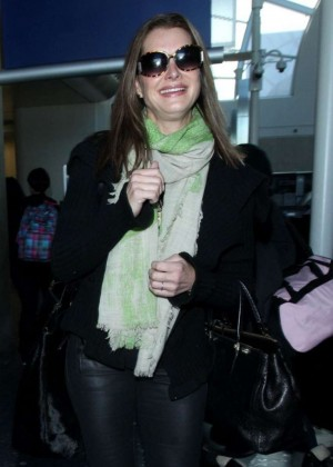 Brooke Shields - Arrives at Los Angeles International Airport