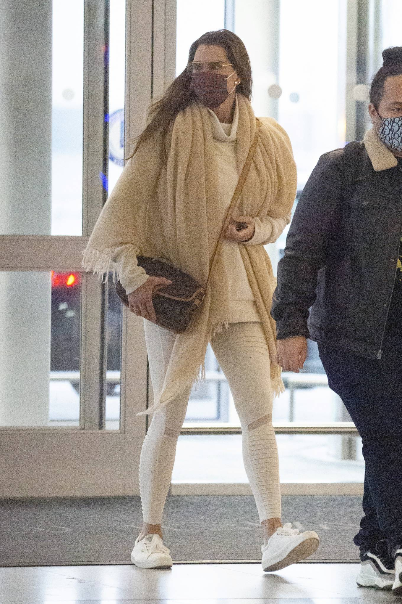 Brooke Shields - Arriving to JFK Airport in New York