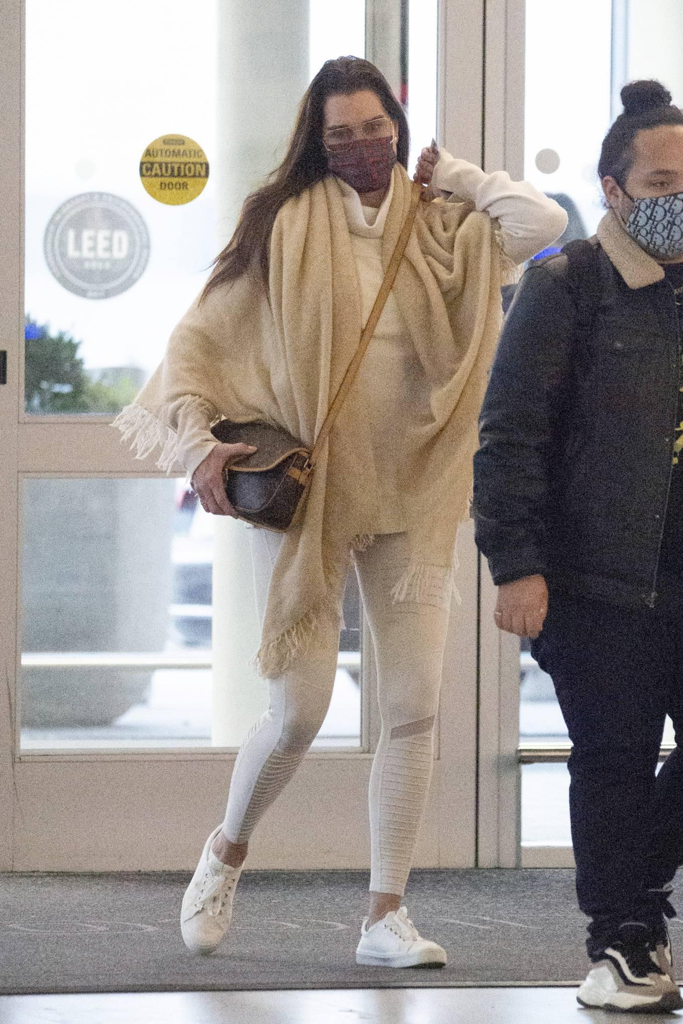 Brooke Shields 2020 : Brooke Shields – Arriving to JFK Airport in New York-02