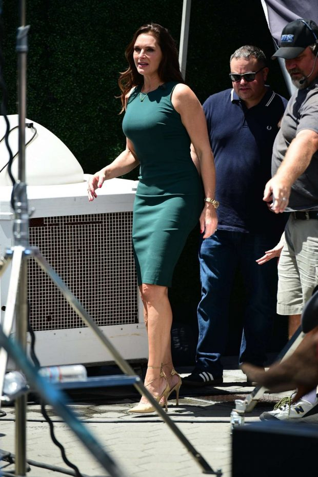 Brooke Shields: On EXTRA at Universal City -10
