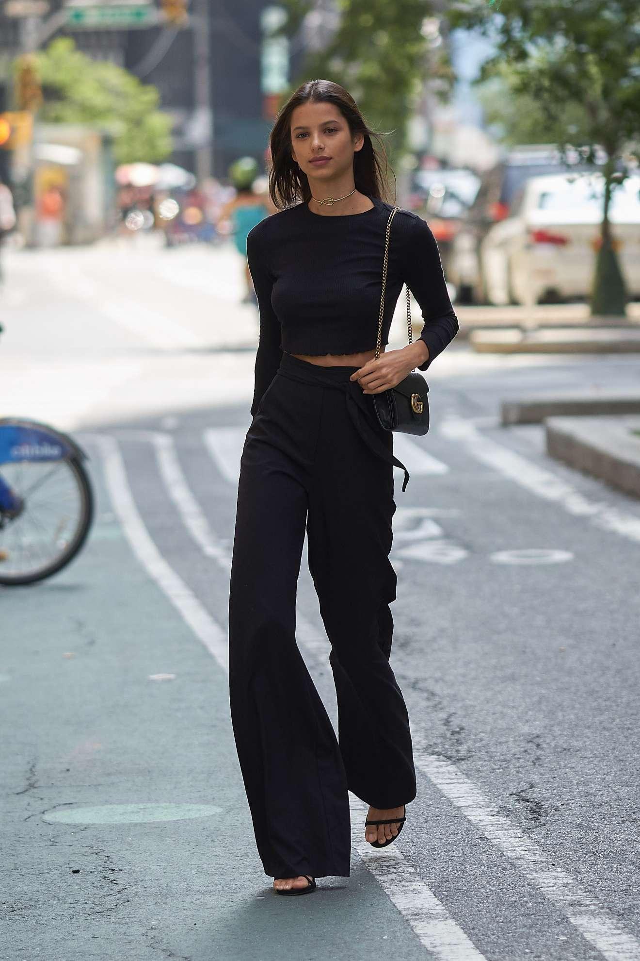 Bruna Lirio: Arrriving at Victorias Secret Fitting -06