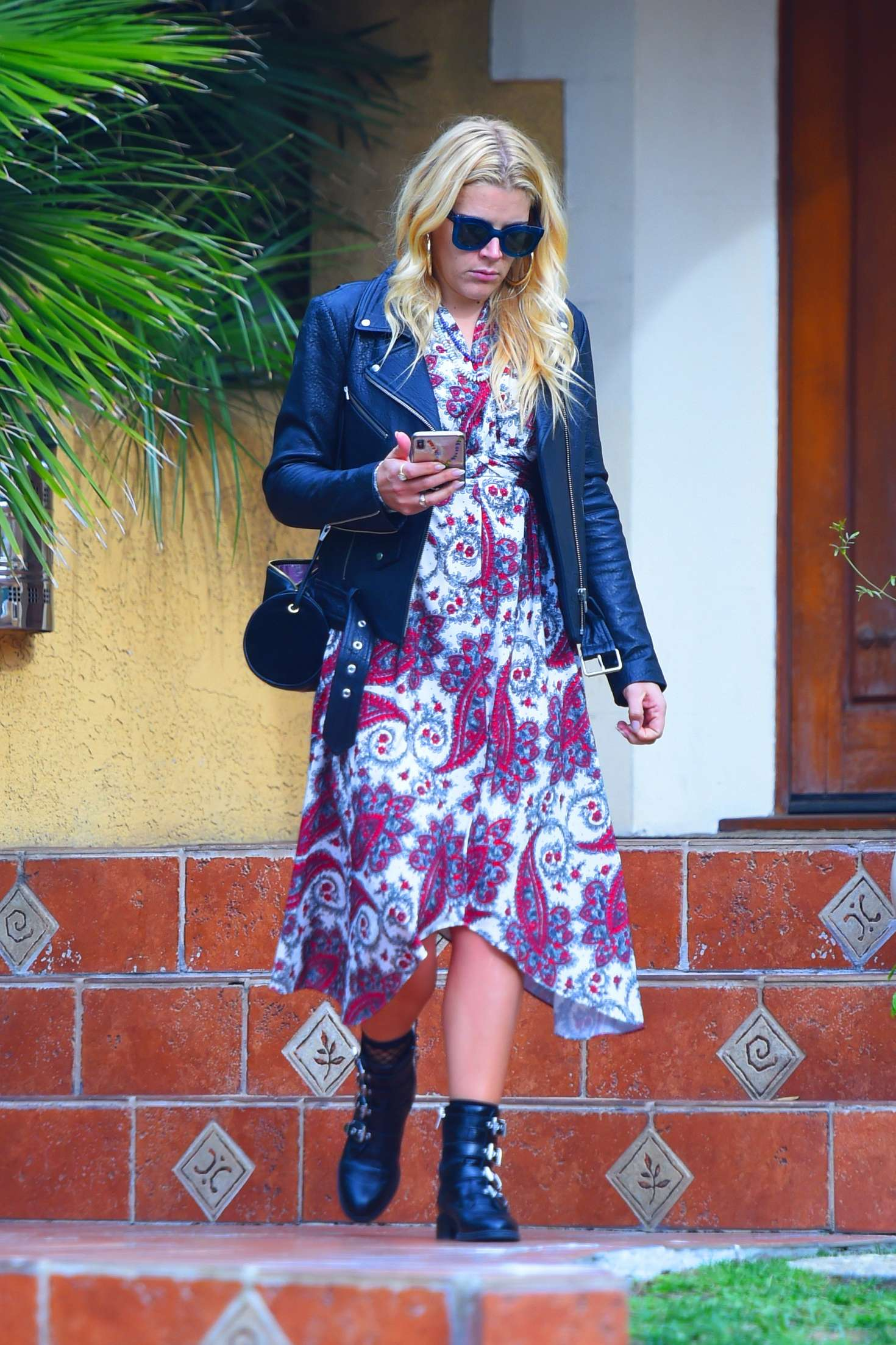 Busy Philipps 2018 : Busy Philipps: Leaving a friends house in Los Angeles -01
