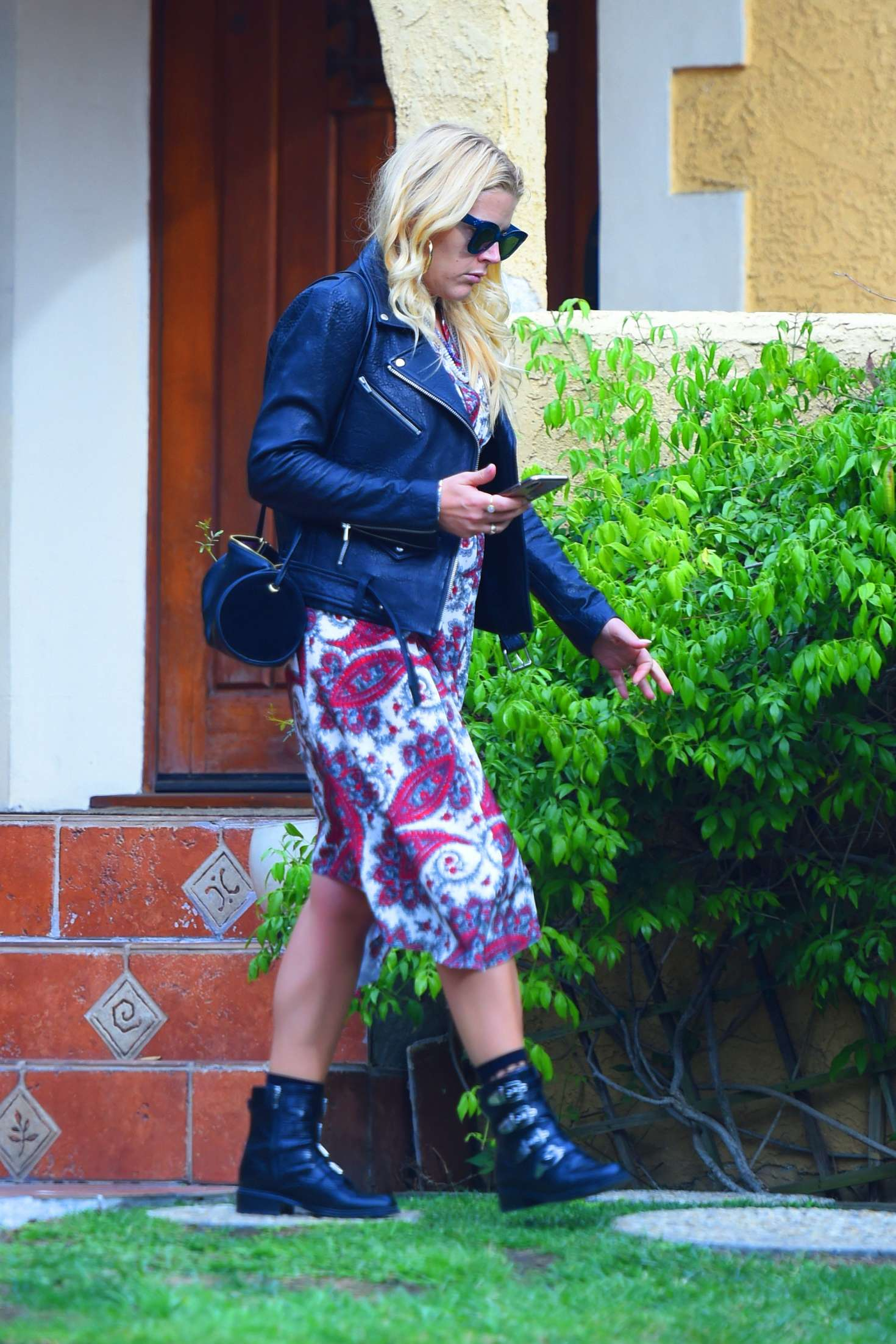 Busy Philipps 2018 : Busy Philipps: Leaving a friends house in Los Angeles -03