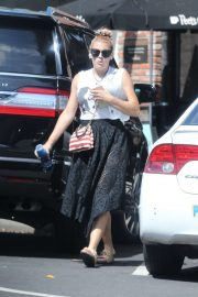 Busy Philipps - Out at Larchmont Village in Los Angeles