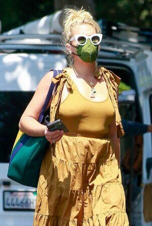 Busy Philipps - Out in yellow in Los Feliz